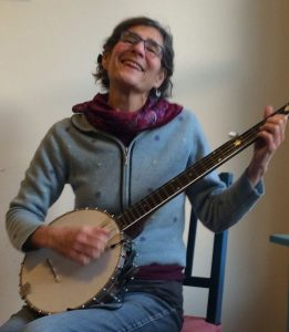 molly-tenenbaum-with-banjo